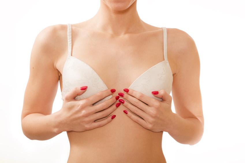 Brustvergrößerung in Berlin: Brustimplantat oder Eigenfett?